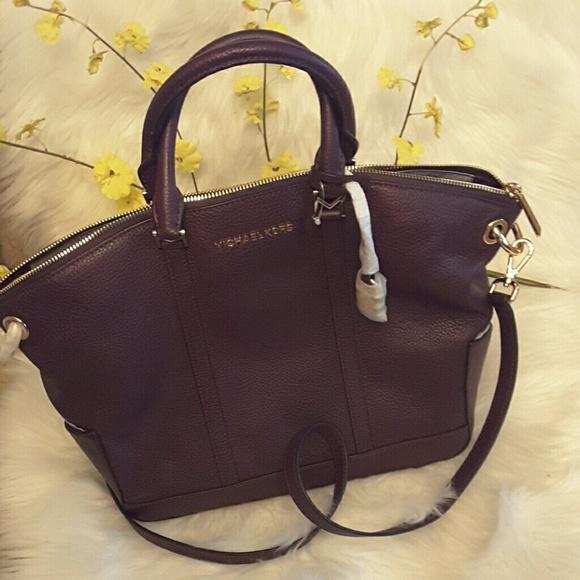 Michael kors Handbags - Michael kors genuine leather Beckett LG TZ satchel